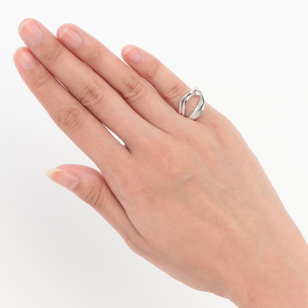K18 0.2ctダイヤ ピンキーリング 着用例