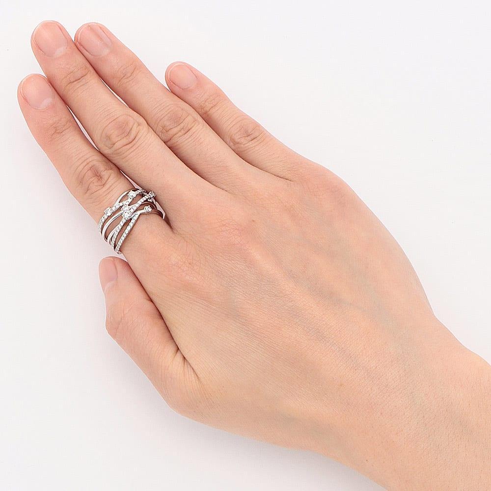 K18WG 0.8ct ダイヤデザイン リング 着用例