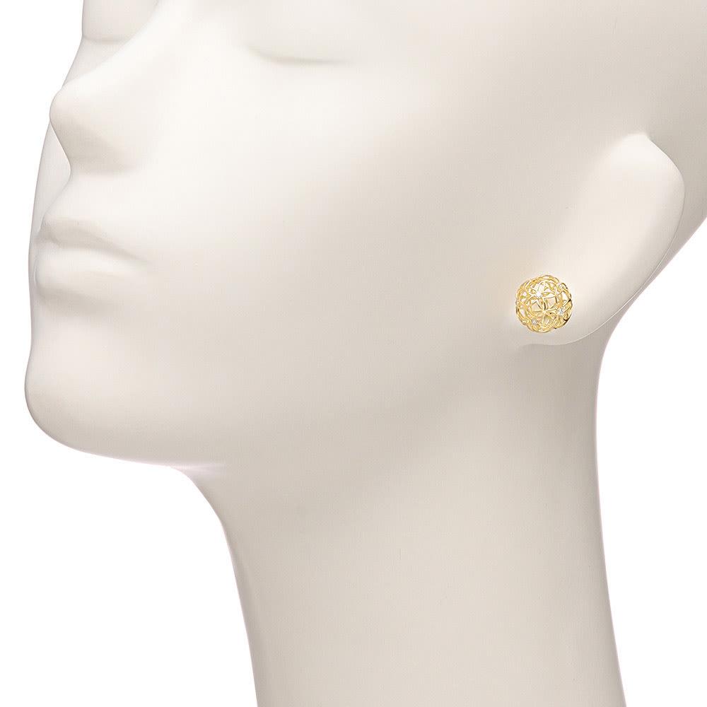 K18 毬のダイヤピアス 着用例