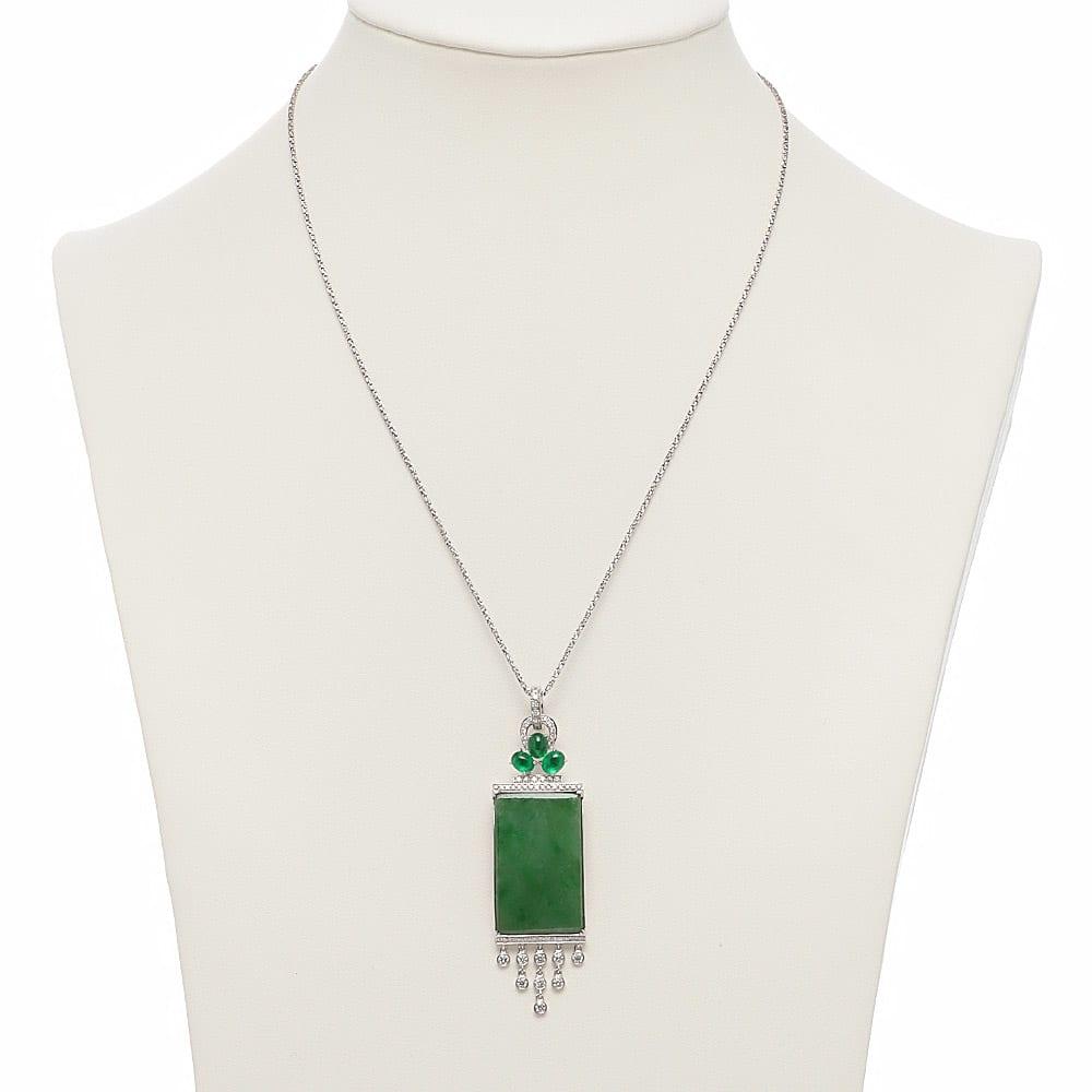 K18WG 翡翠 ダイヤ ペンダントヘッド D 着用例 ※チェーンは別売り(商品番号:J363-07)です。