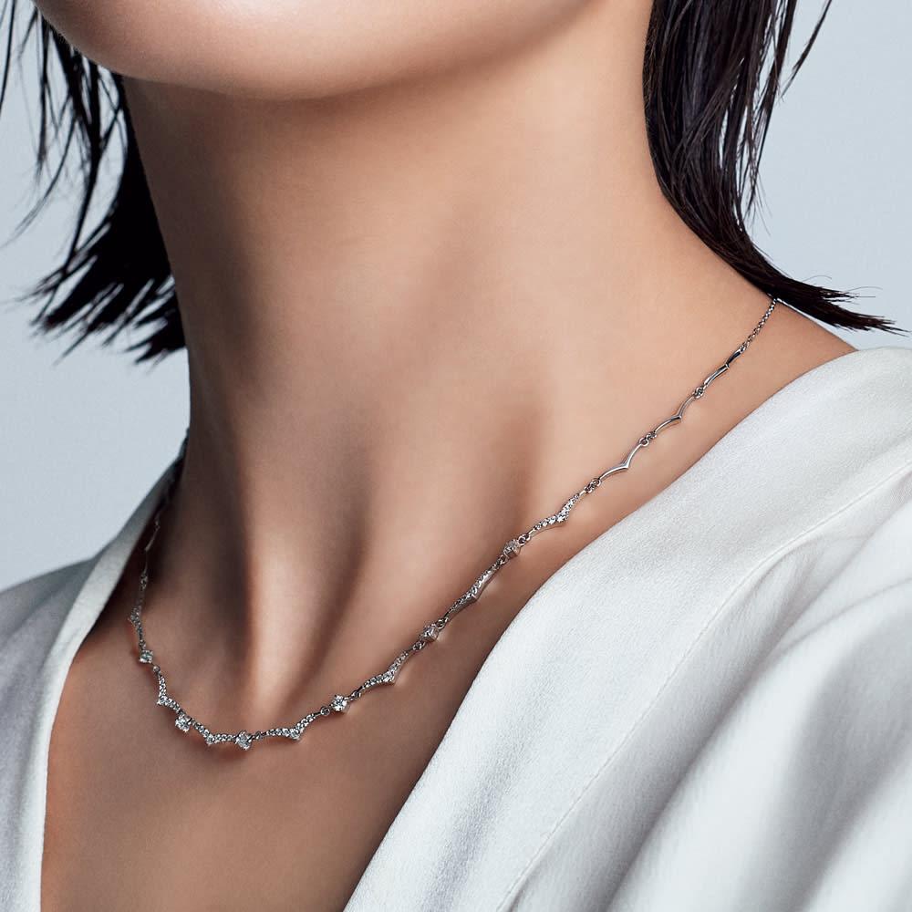 Pt 1ct ダイヤ デザイン ネックレス コーディネート例