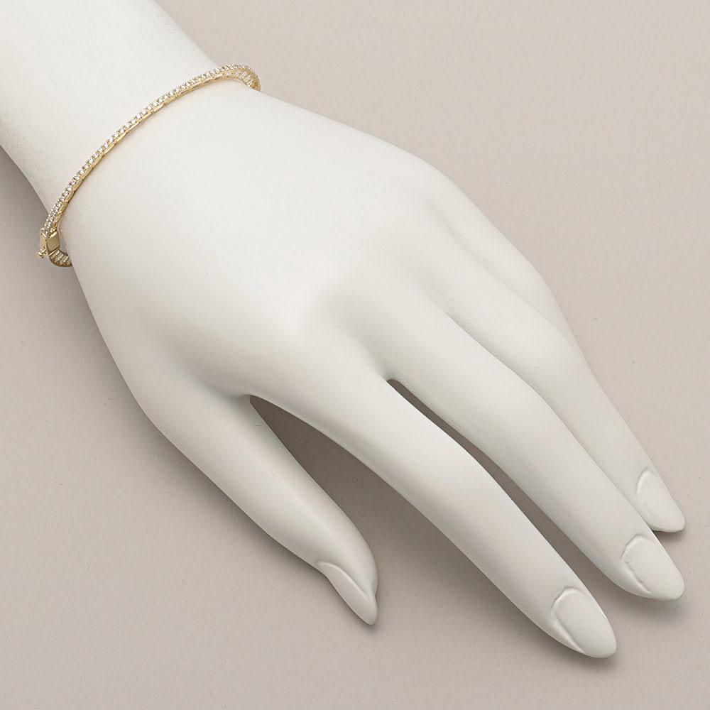 K18 0.5ct ダイヤライン バングル 着用例 ※今回こちらのお色のお取り扱いはございません。