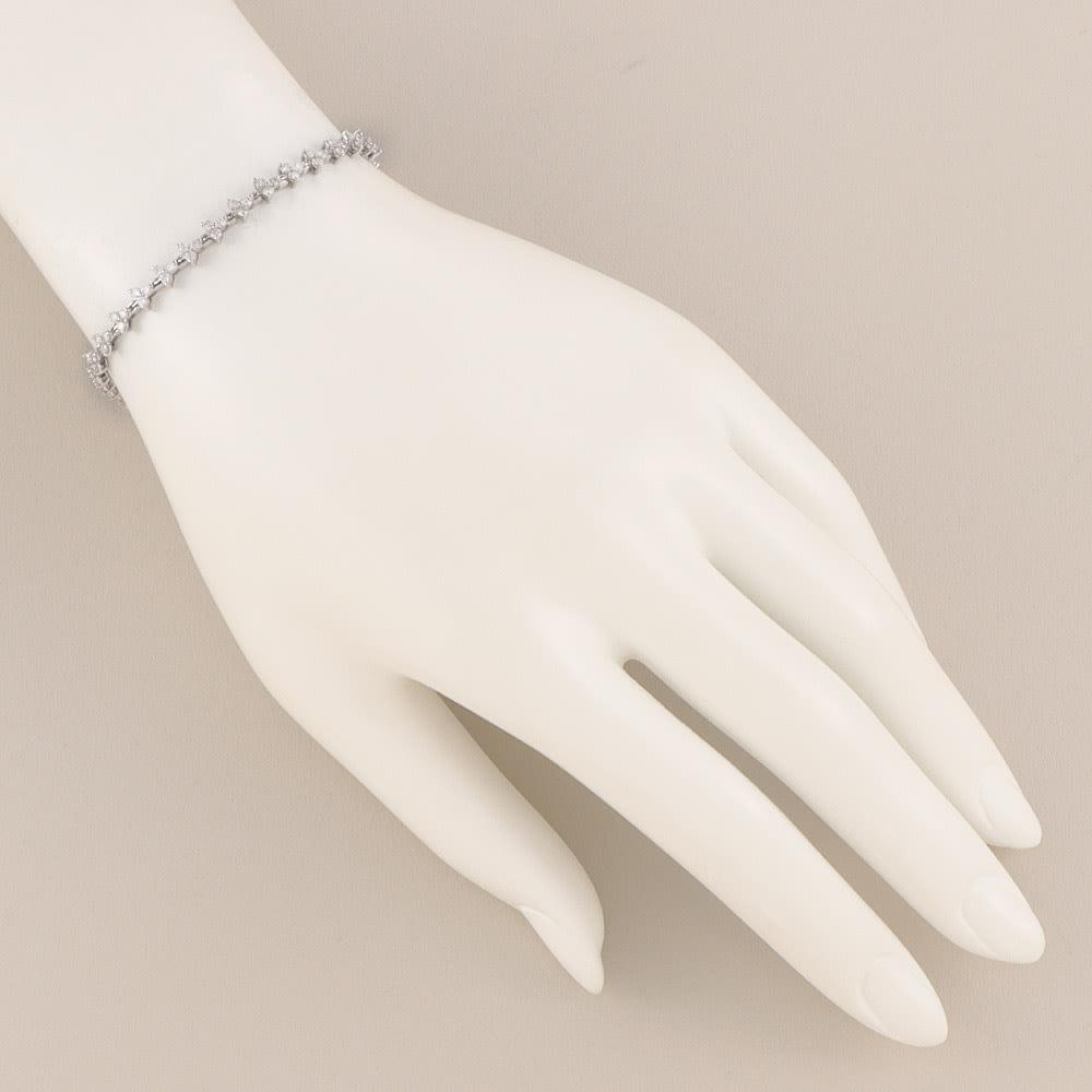 K18WG 2ctダイヤ ブレスレット 着用例