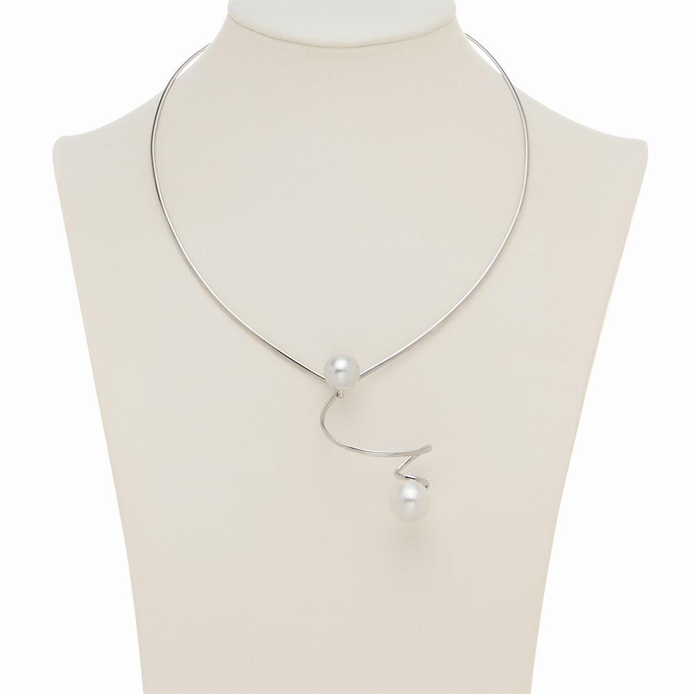 SV 白蝶・黒蝶ツインパール デザイン ネックレス 着用例