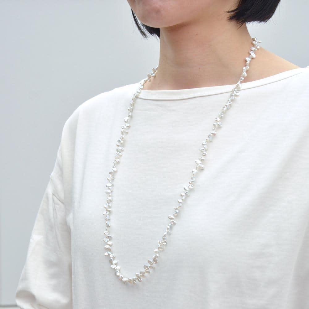 YUKIKO OKURA/ユキコ・オオクラ SV 淡水パール ロング ネックレス (ウ)ホワイト  着用例