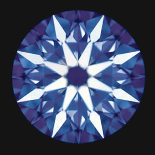 タイムレスプラチナ 0.3ctダイヤ ライン リング 「ハート&キューピッド」とは、カットの対称性(シンメトリー)がダイヤの輝きを左右する中で、シンメトリーの精度が高い証に、表面には矢が、裏面にはハートのモチーフが浮かぶ事から名付けられました。(表面)