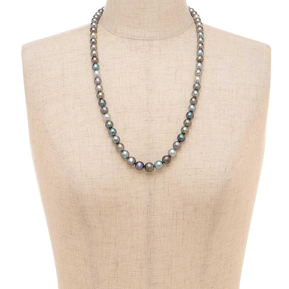 エリタージュ 黒蝶マルチカラーパール セット ネックレス 着用例