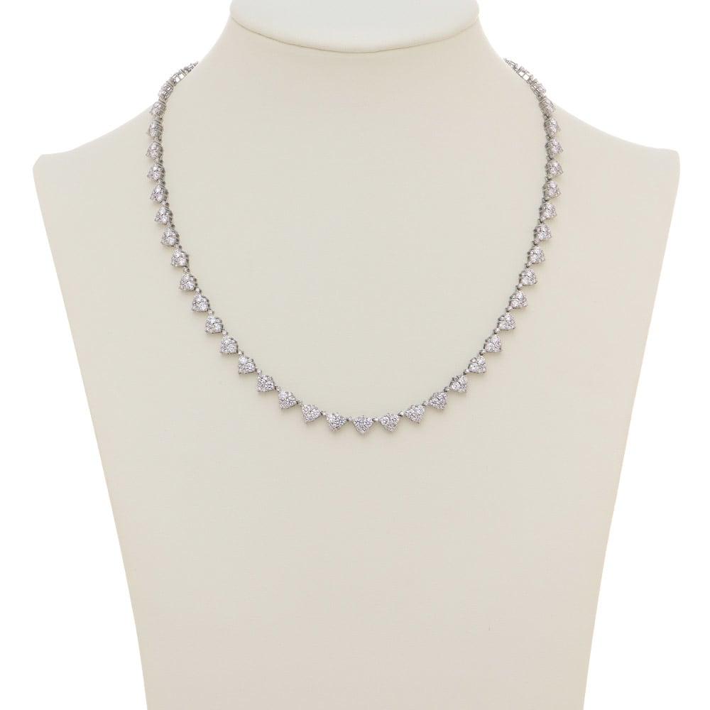 Pt 10ctフルダイヤ デザイン ネックレス 着用例