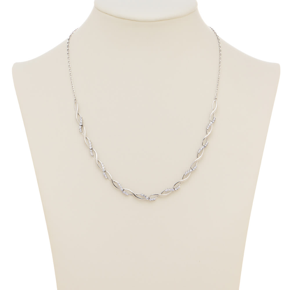 K18WG 1ctダイヤ デザイン ネックレス 着用例
