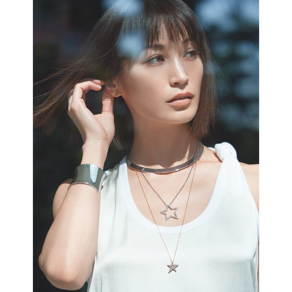 K18WG 0.45ct ダイヤ スター ロングペンダント コーディネート例 /涼やかな白の輝きで楽しむクール&スイートの調和