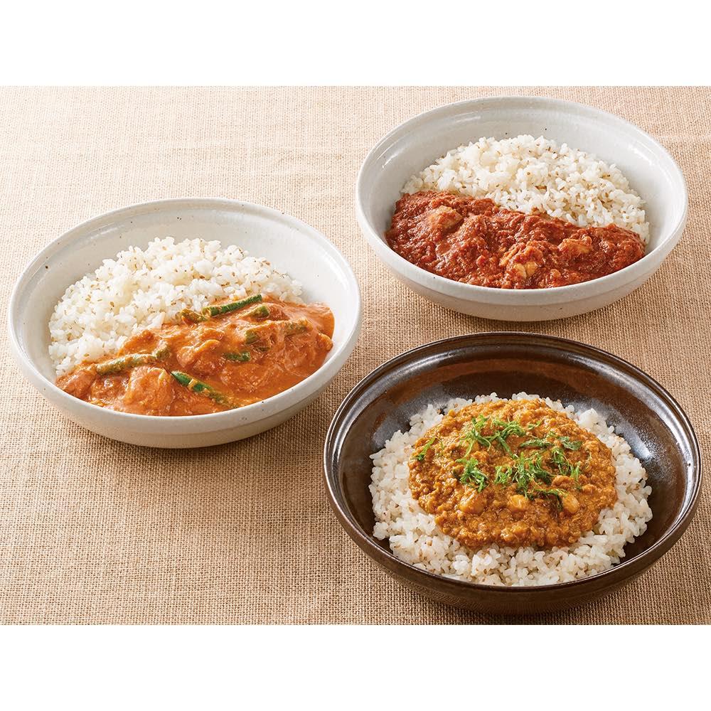 Soup Stock Tokyo(スープストックトーキョー) 夏の8種人気カレーセット 【盛り付け例】トマトの酸味とスパイスが効いているトマトと鶏肉のカレー。 北インド風のマイルドなバターチキンカレー 爽やかな辛さのカリフラワーとひよこ豆のスパイシーキーマカレー。