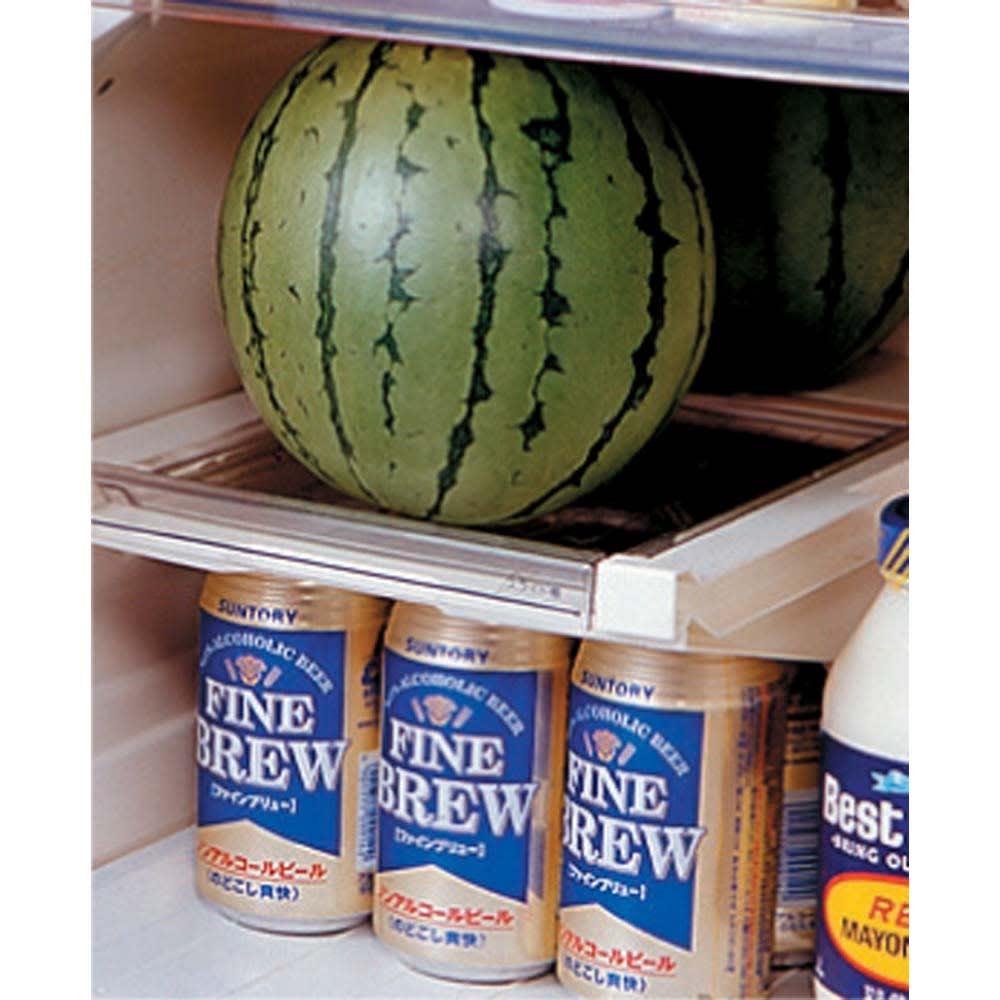 山形産 スイカ 「姫甘泉(ひめかんせん)」 (約1.3kg×3玉)  小玉スイカの魅力は、何といってもそのまま丸ごと冷蔵庫に入れられるところ。しまう場所に頭を悩ますことなく、大玉スイカのような美味しさを堪能することができます。
