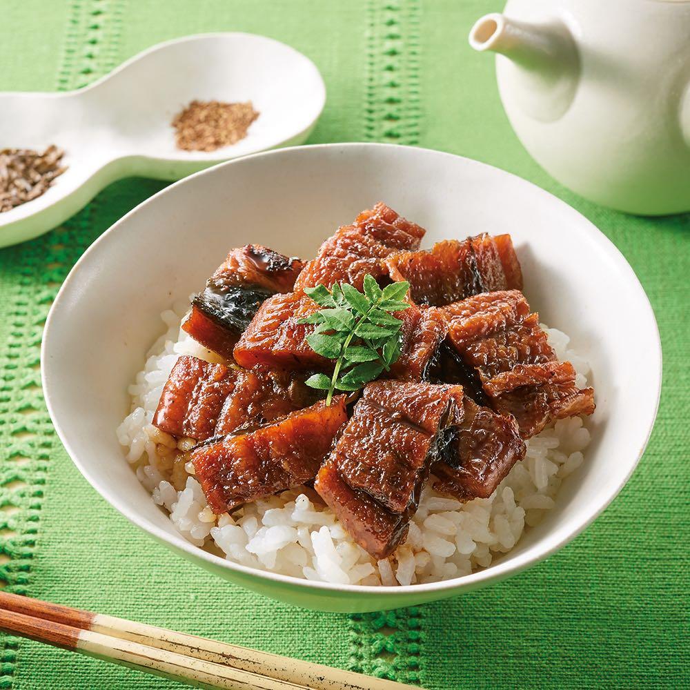 うなぎ割烹みかわ「三水亭」 炭火手焼きうなぎまぶし丼 (8袋) 【盛り付け例】 うな丼で味わった後、添付のだしをかけてお茶漬けに。