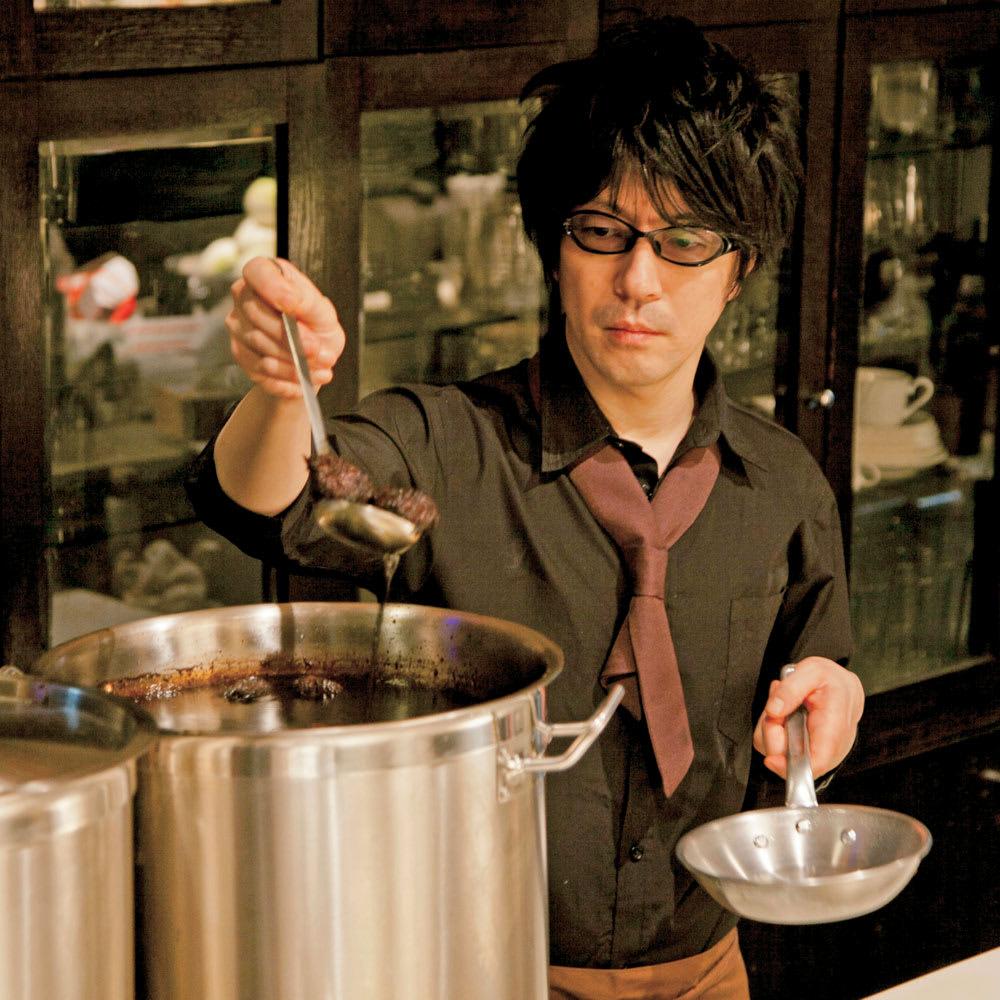 八王子「ROMAN」 煮かつサンドセット 八王子「ROMAN」 昼はカフェでお客様をおもてなし 昭和32年創業の「ROMAN」のオーナー高木慎二氏は、シェフとして、またジャズサックス奏者としても活躍。メディアでも多く紹介される有名店です。