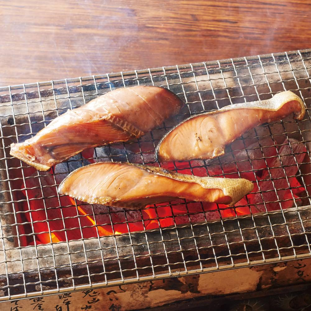新潟県 村上の塩引鮭切身 (70g×8パック) FJ6429