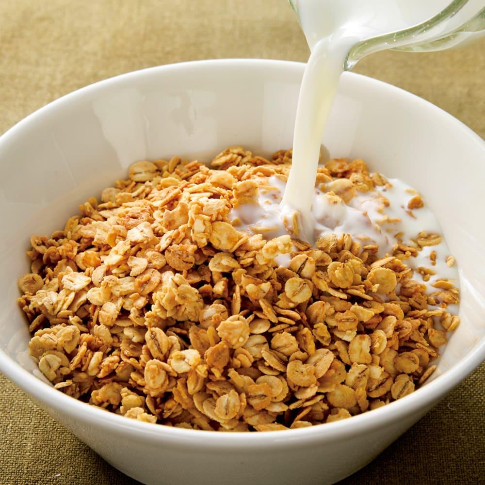 九州大麦グラノーラ (500g×4袋) 素材を大切にしたやさしい甘さは、牛乳やヨーグルトに加えたり、サラダやスープのトッピングによく合います。