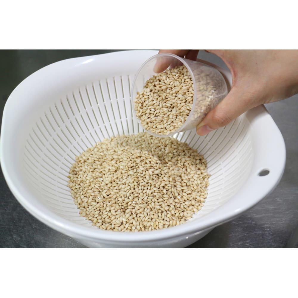 長兵衛玄米 (1kg×3袋) 【お得な定期便】 【炊き方例】1.お米2カップに対し、長兵衛玄米を1カップ加える。