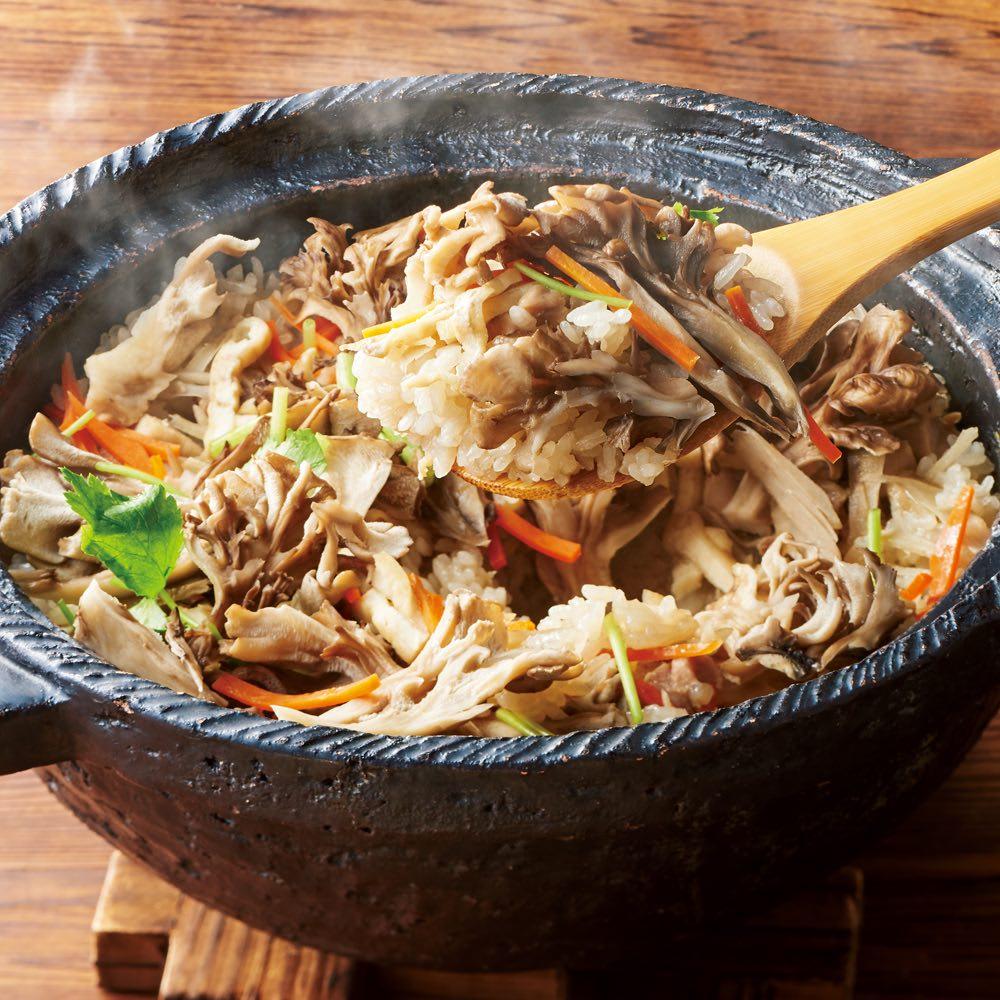 お徳用 無選別干し舞茸 (100g) 【調理例】国産の乾燥舞茸です。水で戻し出汁までしっかり使って頂けます。シャキシャキ食感をお楽しみいただけます。炊き込みご飯、お味噌汁、など色々なお料理にどうぞ。