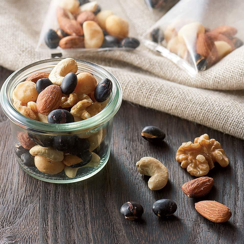 「豆徳」監修 黒大豆入りミックスナッツ (50袋) 【盛り付け例】おいしく、手軽で、身体にうれしい国産大豆入りミックスナッツです。