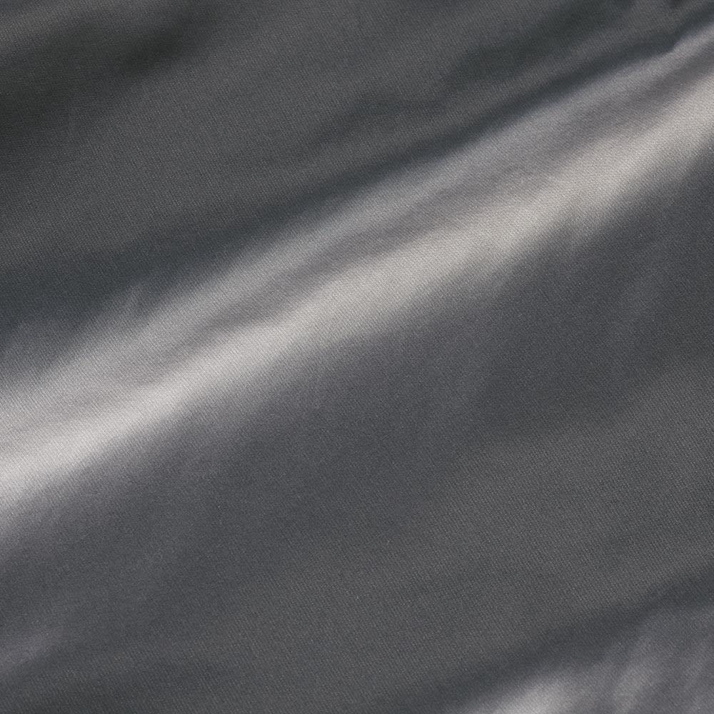 フード付き リバーシブル ダウンベスト チャコールグレー面 生地アップ