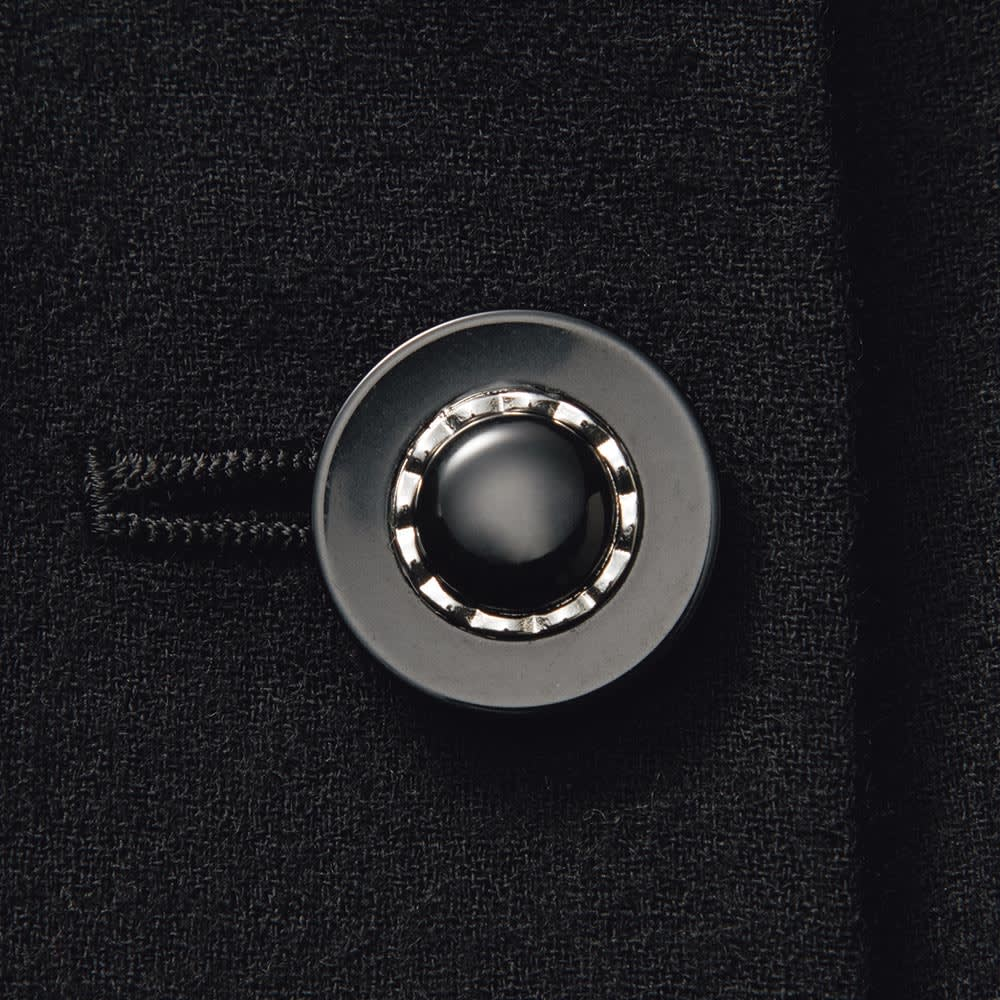 「NIKKE」 ウールダブルクレープ スーツセット(ジャケット+スカート) ジャケット ボタン部分