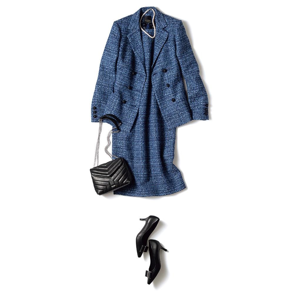 マリア・ケント社 ツイード ジャケット コーディネート例 /ワンピースとセットアップにしたときのエレガンスは最強。着丈のバランスを考慮しつつ、どんなオケージョンにも対応する華やかなスタイルに。胸元に王道のパールネックレス、チェーン付きのバッグで華やかさをプラス。