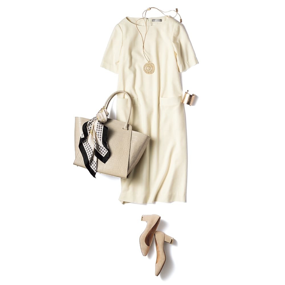 「NIKKE」 マフフラノジョーゼット セットアップ(ジャケット+ワンピース) コーディネート例(ワンピースのみ) /ワンアイテムで着こなしが完成するワンピースは、小物使いで印象が変化。デイリーに着回すなら、大ぶりのアクセサリーや光を足すのが正解。バッグや靴も同系色でまとめると洗練されたスタイルに。