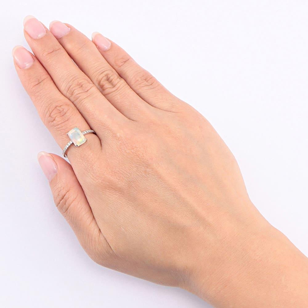 K18WG エチオピアオパール ダイヤ デザインリング 着用例