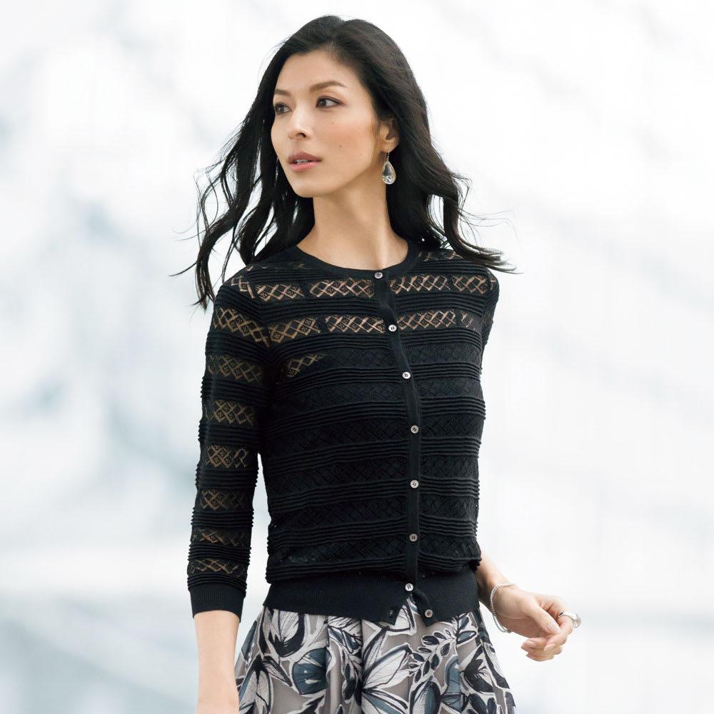 強撚糸使い 透かし編み ボーダー カーディガン (ア)ブラック 着用例