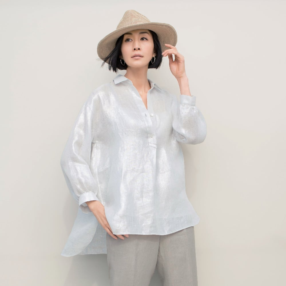 リベコ社 箔プリント リネン スキッパーシャツ 着用例