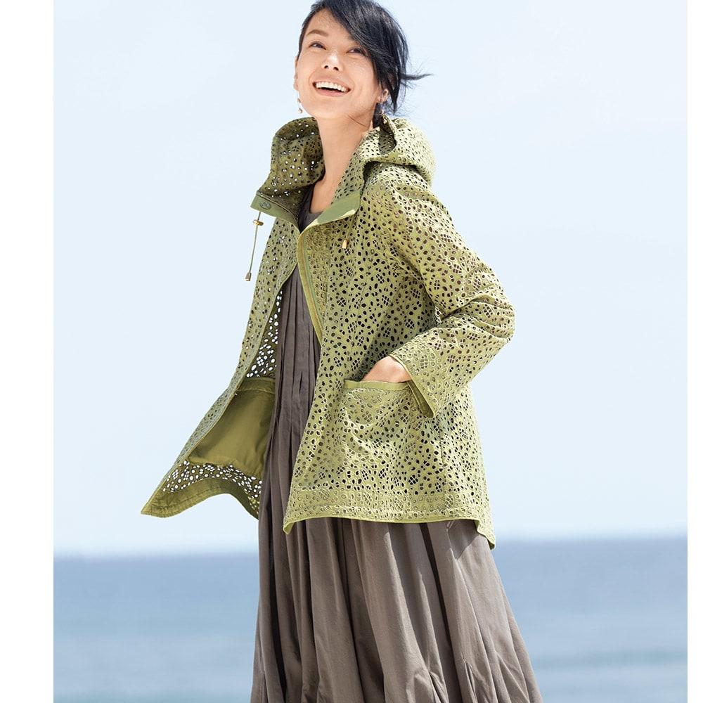 高密度タフタ 総刺繍 フーデッド ジャケット コーディネート例