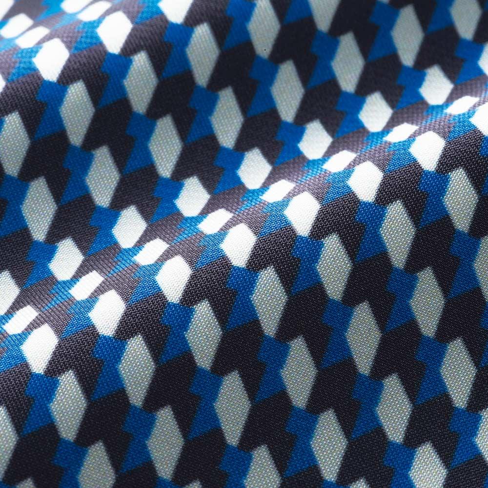イタリア素材 幾何学柄 ボウタイ ブラウス 生地アップ