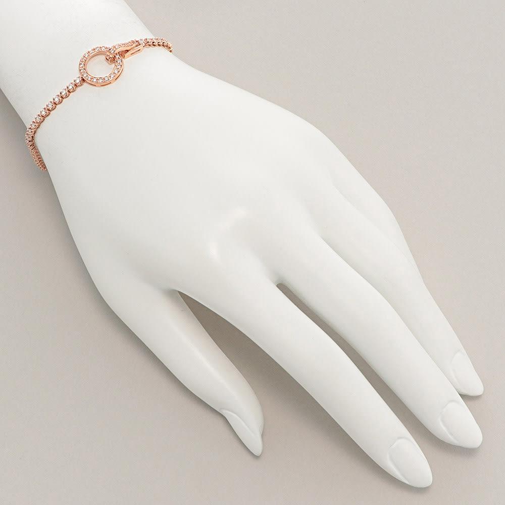 K18 1.1ctダイヤ デザイン ブレスレット 着用例