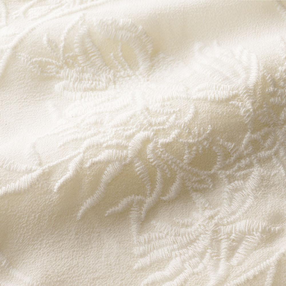 シルク 刺繍デザイン ブラウス 生地アップ