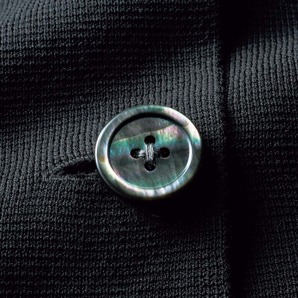 イタリア糸 「エミールコトーニ」 強撚コットン ミラノリブ ニットジャケット (ア)ブラック ボタン部分