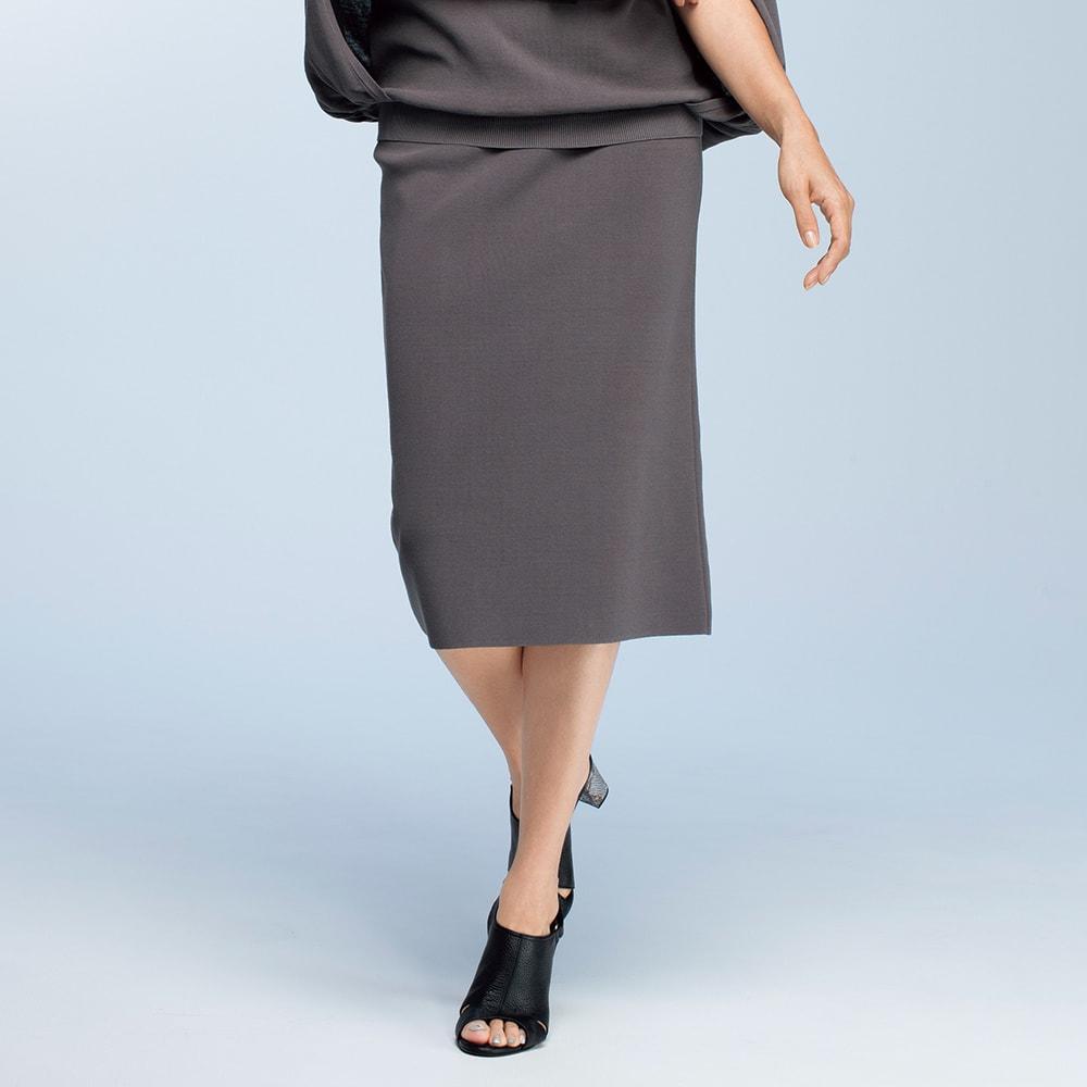 イタリア糸 強撚コットン 総針編み タイトスカート 着用例