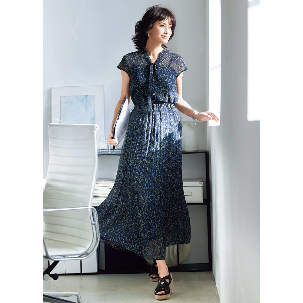 フラワープリント デザイン プリーツスカート コーディネート例
