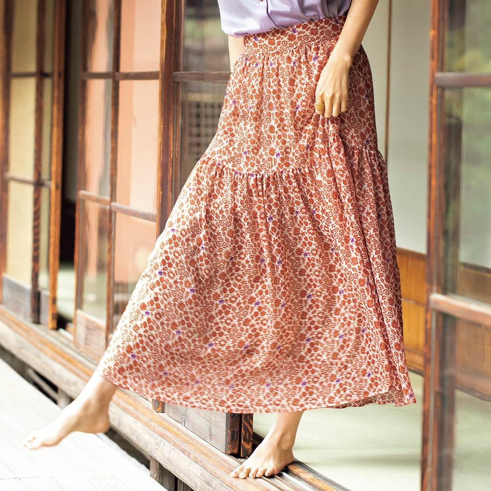 イタリア素材 ラメ楊柳 小花プリント スカート 着用例
