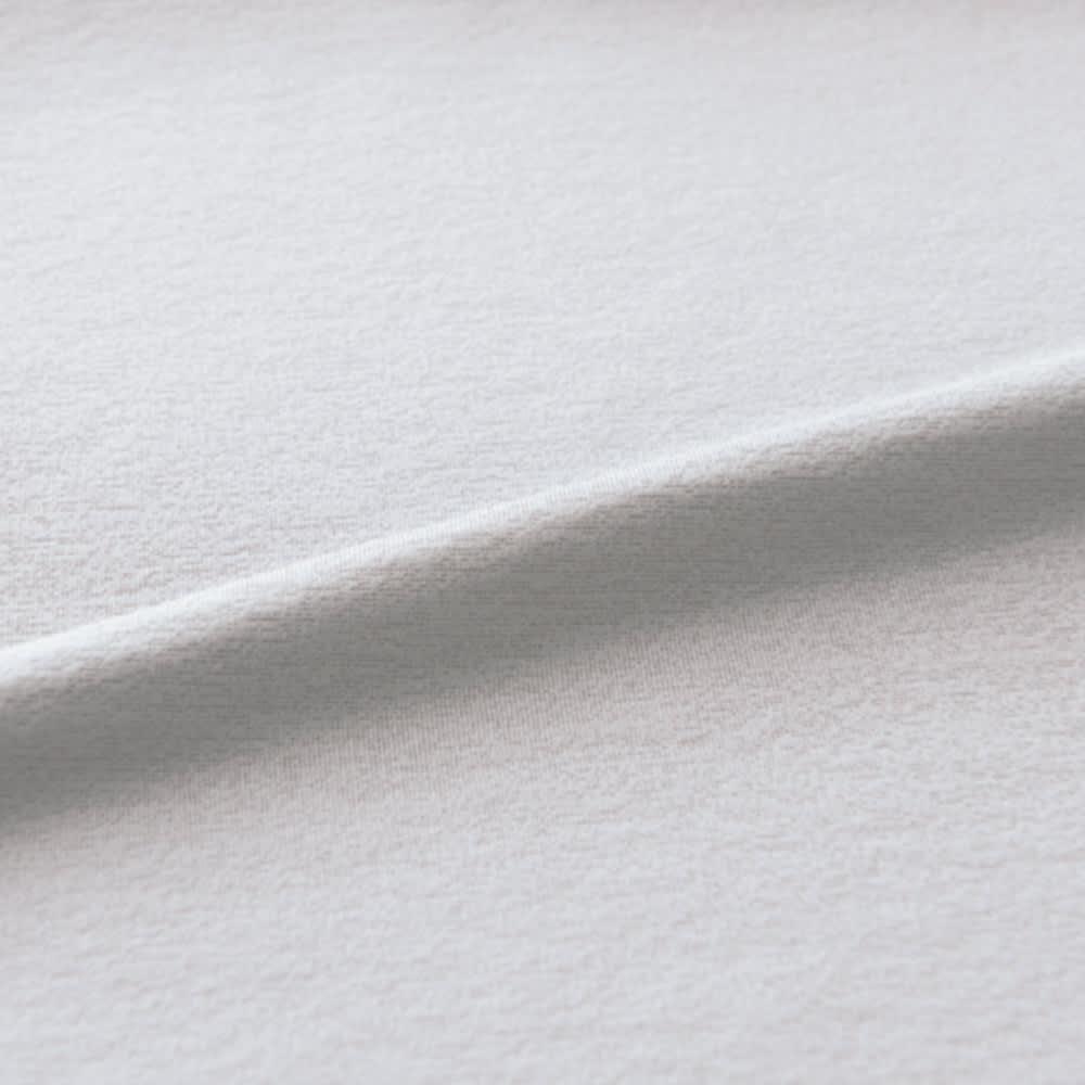 スリムにたためるモールドカップ付き シルクジャージーキャミソール (イ)ペールグレー