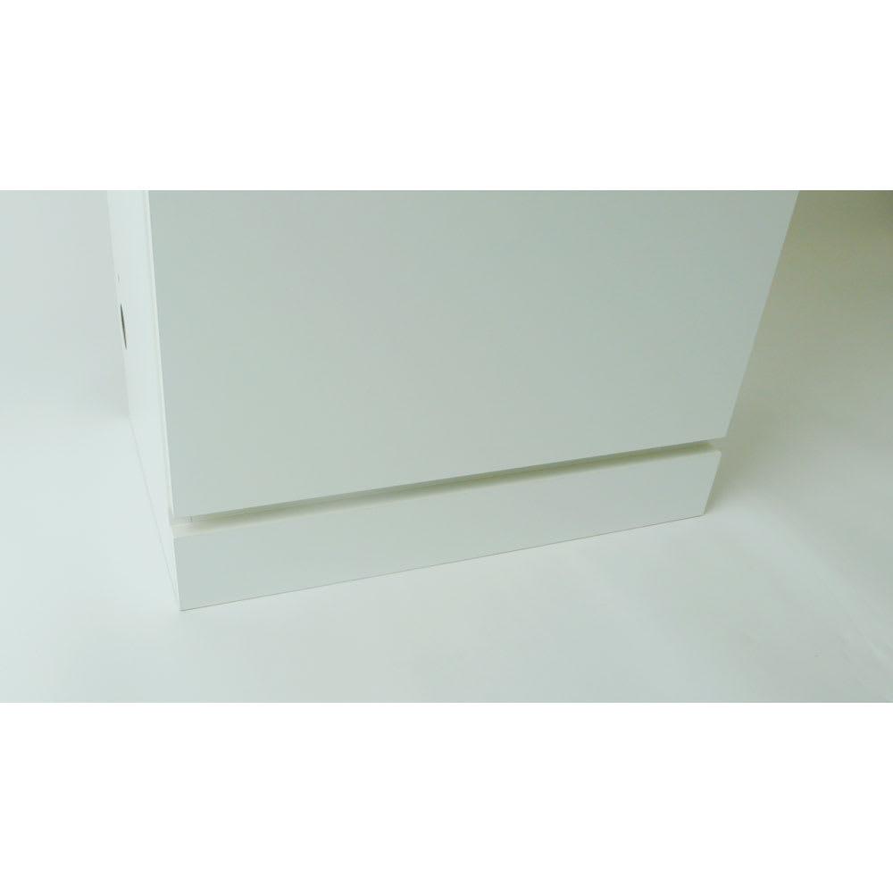 【日本製】壁面や窓下にぴったり収まる高さサイズオーダー本棚収納庫 扉 幅90奥行35cmタイプ 幕板仕様で、手前に絨毯などを敷いても扉の開閉の邪魔になりません。