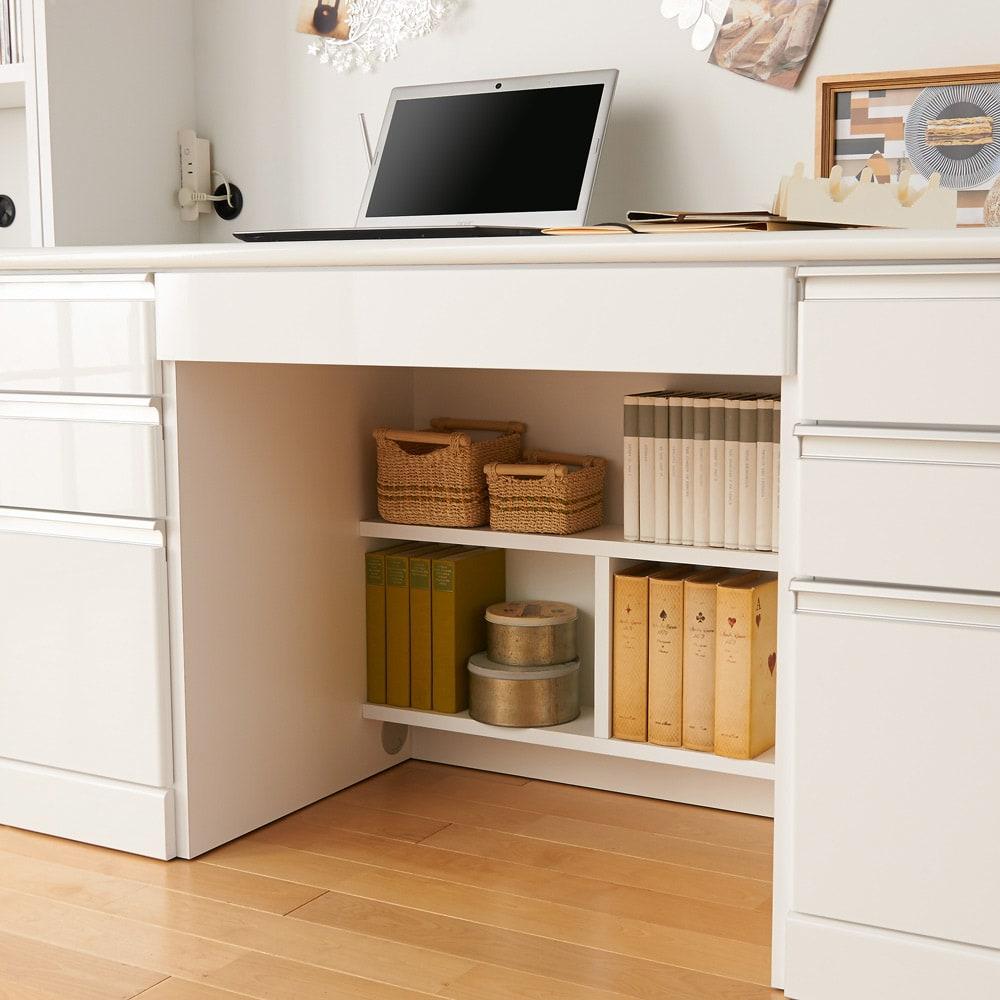 あこがれの書斎スペースを現実にする壁面収納 デスク上棚付き 両引き出し デスク足元にも便利な棚収納。