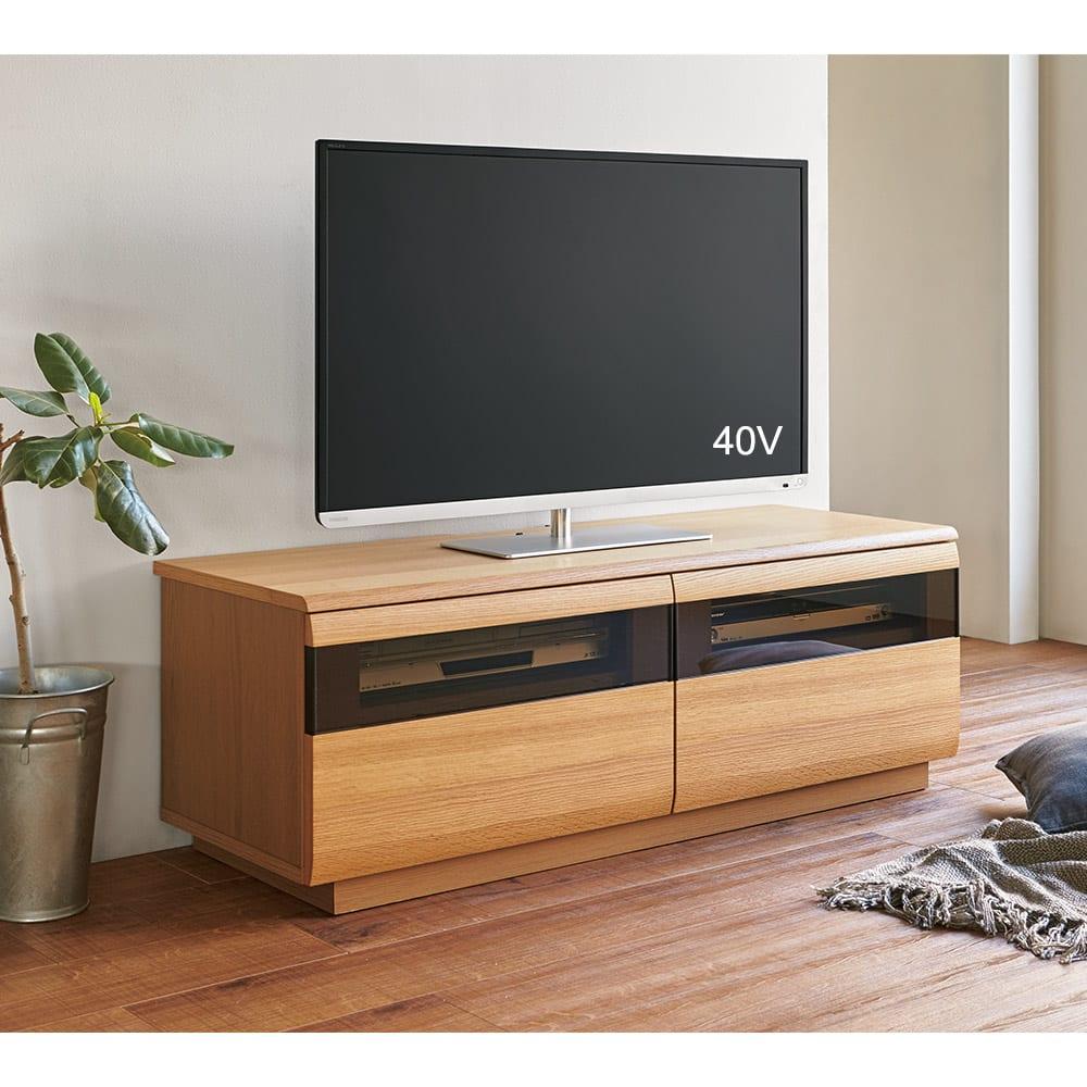 オーク材ブロンズガラスアールデザインシリーズ テレビ台 幅180cm コーディネート例(ア)ナチュラル ※写真はテレビ台幅120cmタイプです。
