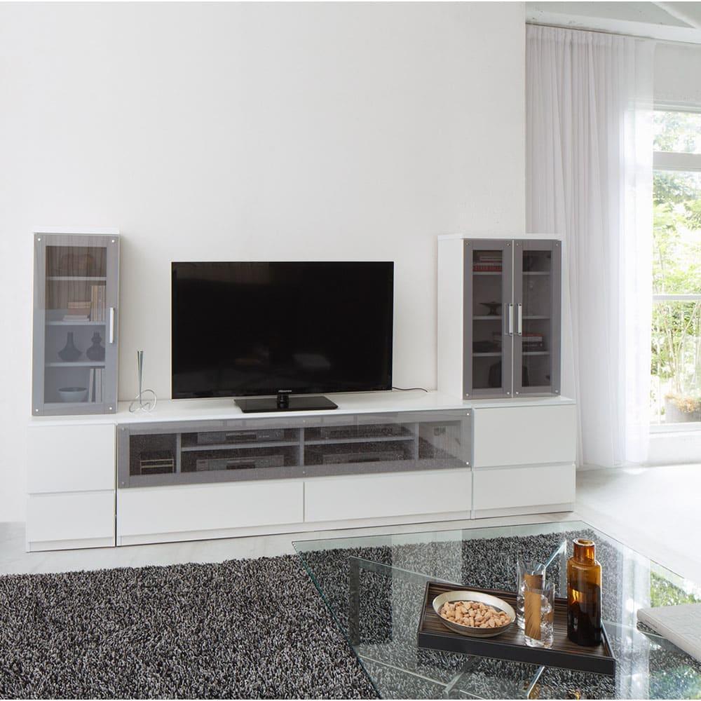 ソファや椅子からも見やすい高さ60cmの テレビ台 幅180cm (ア)ホワイト コーディネート例(※左右のキャビネット幅40cm、キャビネット幅60cmは商品に含まれません。)