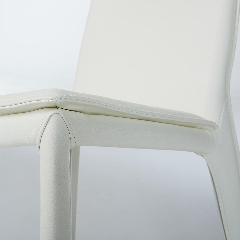 スマート伸長式ダイニング お得な5点セット(伸長式テーブル+チェア2脚組×2) チェア(イ)ホワイト 脚部まで合成皮革を張り込んだお洒落な椅子です。