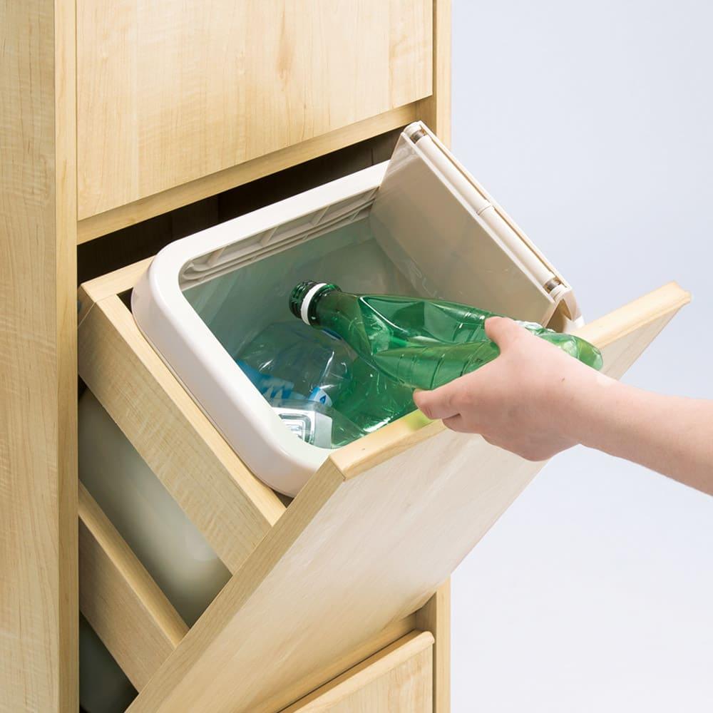 静かに閉まる家具調 分別タワーダストボックス 2分別・扉付き 開け閉めもゴミ捨てもスムーズ。軽くタッチすれば二つに折れてスムーズに開閉。