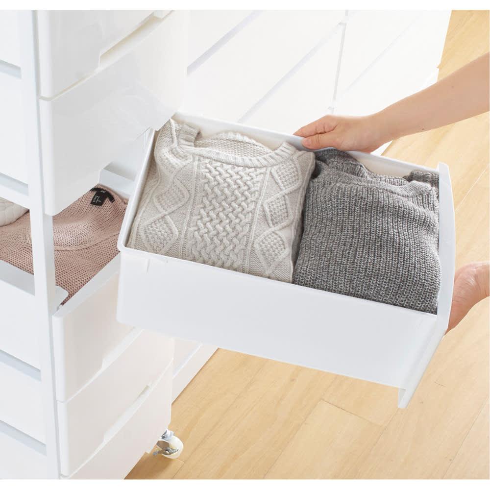 家族の衣類を一括収納 大量収納タワーチェスト 1列・7段タイプ 引き出しごと入れ替えでき、衣替えにも便利。