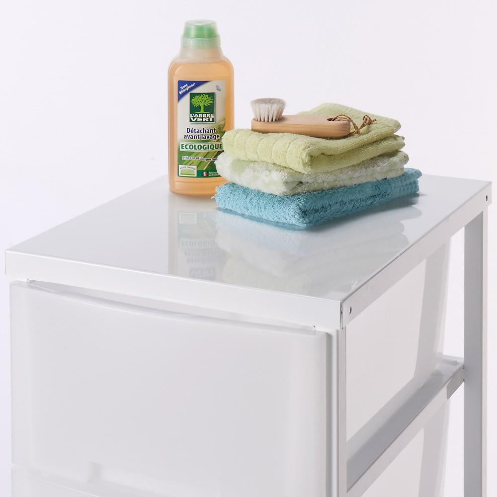 家族の衣類を一括収納 大量収納タワーチェスト 1列・7段タイプ 洗面所収納やランドリー回りに設置する場合は天板も収納スペースとしてもお使いいただけます。
