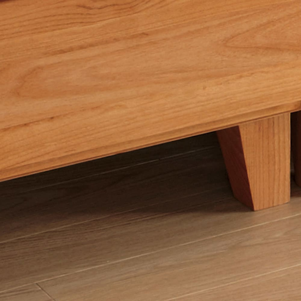 ウォルナット天然木ギャラリー収納シリーズ 幅80cmボード 高床式脚部で通気性もよく掃除が楽。