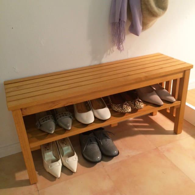 省スペースタイプ 靴の脱ぎ履きが楽な天然木玄関ベンチ 幅85cm 中棚や下段にも靴の収納が可能なので玄関まわりがすっきり!