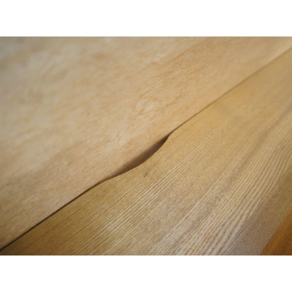 タモ天然木 スマート配線 無垢材頑丈デスクシリーズ デスク・幅95cm 天板コード穴の様子